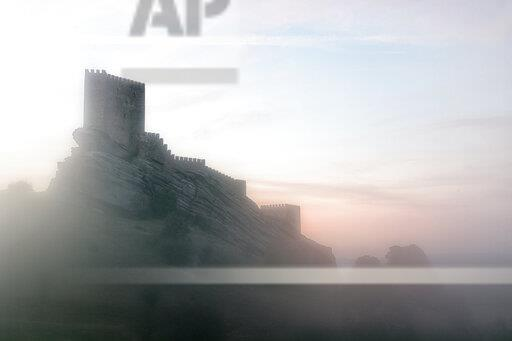 Spain, Guadalajara, Castle of Zafra and fog in the morning