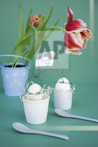 Easter decoration, Note: Ei love you, Easter egg in egg cup, tulip, egg spoon