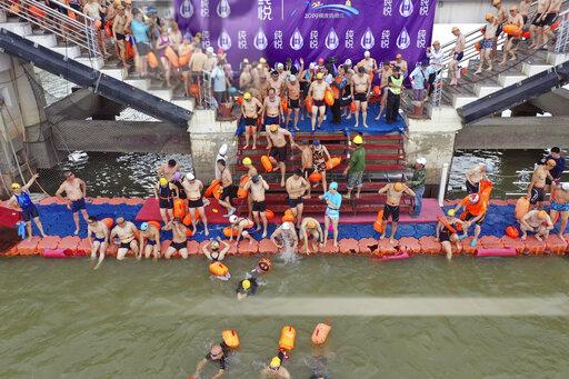 CHINA CHINESE ZHEJIANG HANGZHOU FITNESS SWIMMER CROSS QIANTANG