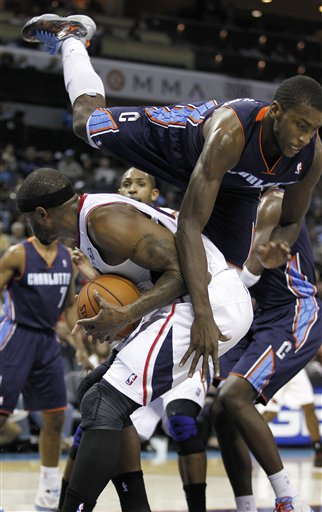 Michael Kidd-Gilchrist, Josh Smith