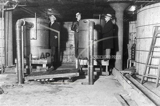 AP I USA PROHIBITION RAID ON DISTILLERY 1931