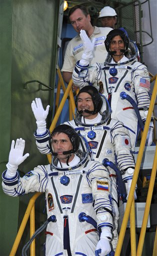 Yuri Malenchenko, Sunita Williams,  Akihiko Hoshide