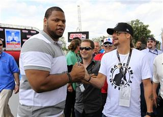 Ndamukong Suh, Kid Rock