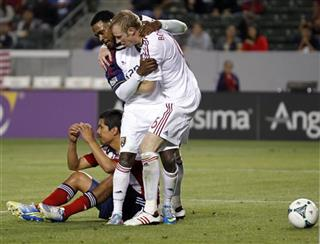 Robbie Findley, Nat Borchers, Walter Vilchez