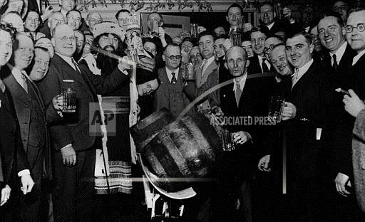 Watchf Associated Press Domestic News  Wisconsin United States APHS181056 Prohibition Repealed 1933