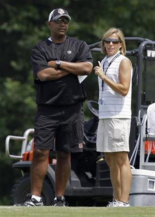 Marvin Lewis, Katie Blackburn