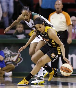 Tina Thompson, Skylar Diggins