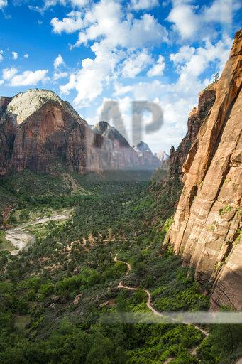 USA, Utah, Zion National Park, Overlook over the cliffs and the Angels Landing path