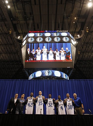 Elton Brand, Darren Collison, Dahntay Jones, Chris Kaman, O.J. Mayo, Delonte West, Mark Cuban, Donnie Nelson, Rick Carlisle
