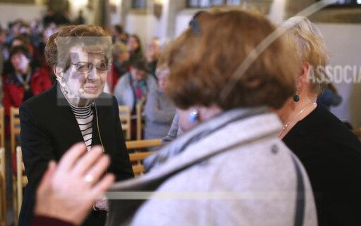 Holocaust survivor reads in Magdeburg Cathedral