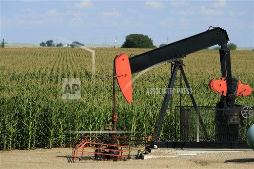 CP THE CANADIAN PRESS F  Ab. Canada   Corn Field and Oil Pumpjack 20090816