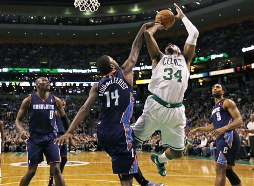 Michael Kidd-Gilchrist, Paul Pierce