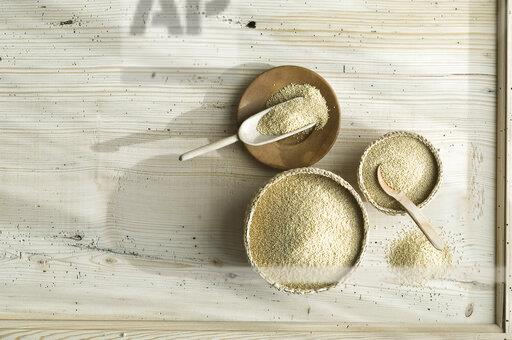 Organic amaranth in bast bowls, on wood, from above