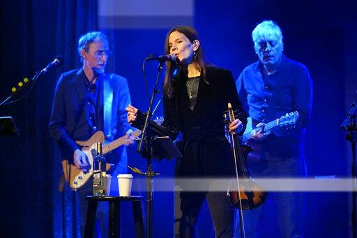 10,000 Maniacs in Concert - Chicago