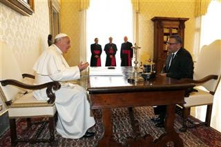 Pope Francis chats with El Salvador's President Mauricio Funes during a meeting at the Vatican