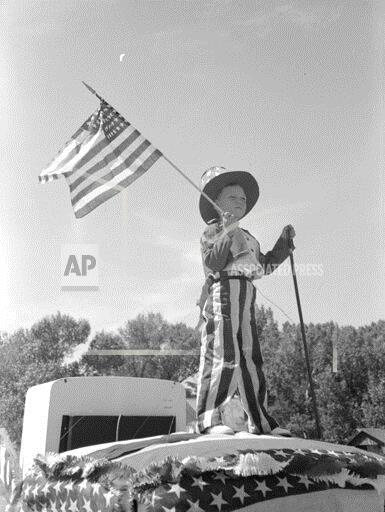 Charming Vintage Photographs Show Independence Day / Fourth of July Celebrations