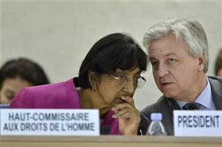 Navi Pillay, Remigiusz Henczel