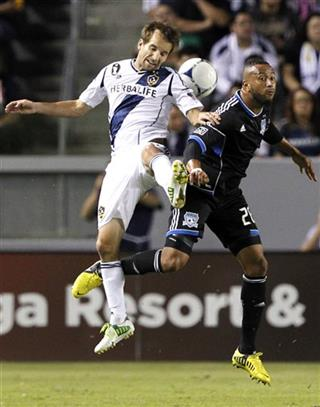 Mike Magee, Victor Bernardez