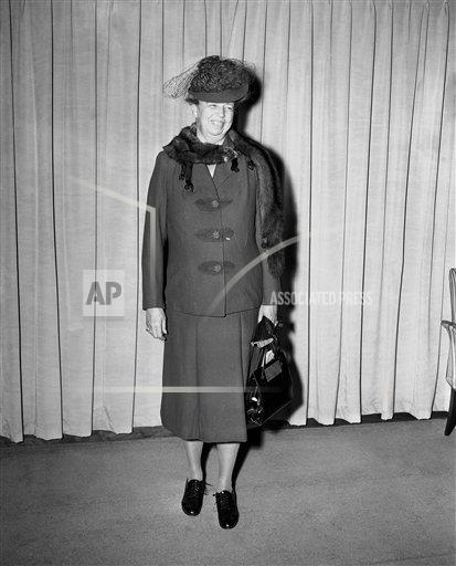Watchf AP A  NEW YORK USA APHS322811 Mrs. Eleanor  Roosevelt   Posing  Fashion