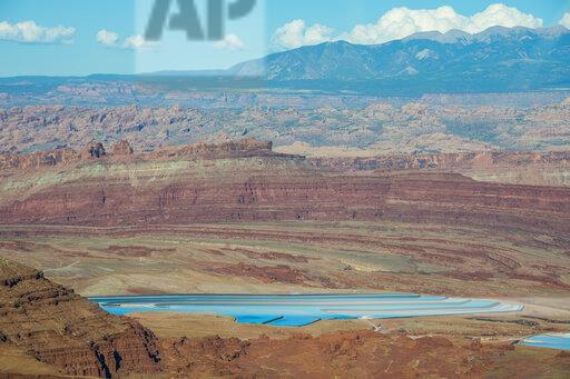 USA, Dead Horse Point State Park, Overlook over the canyonlands and the Colorado river