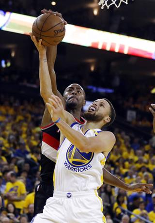 Maurice Harkless, Stephen Curry