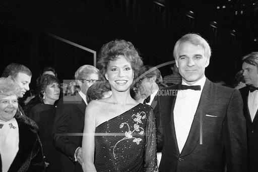 Watchf AP A  CA USA APHS246714 Actress Mary Tyler Moore and Steve Martin