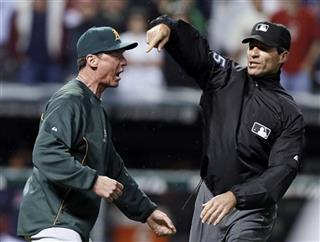 Angel Hernandez, Bob Melvin