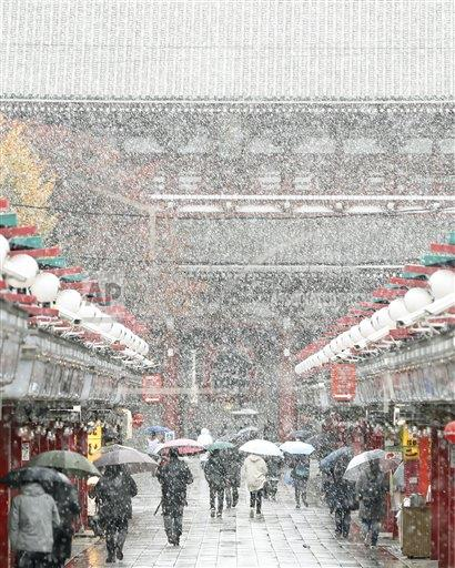 1st Nov. snowfall in 54 years as cold air grips Tokyo