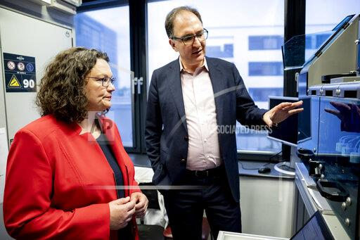 SPD leader Nahles visits science park and women's polling station