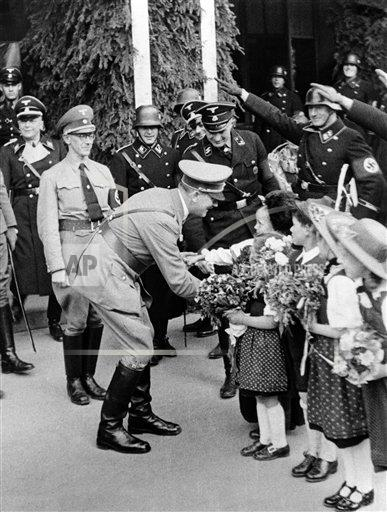Watchf AP I   AUT APHSL45130 Austria Hitler Greeted by Girls