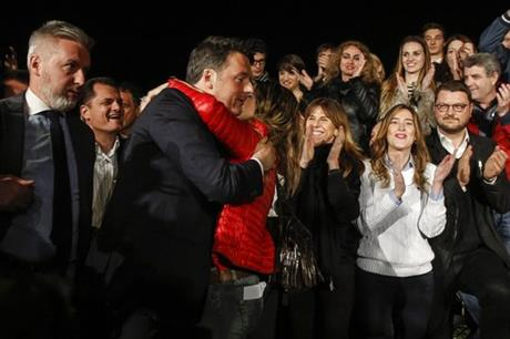 Italy's Renzi easily in Democratic Party primary