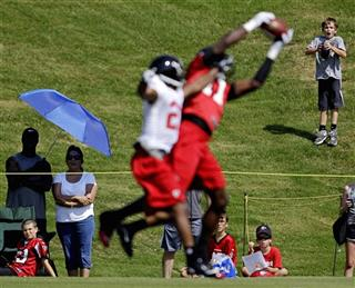 Julio Jones, Chris Owens