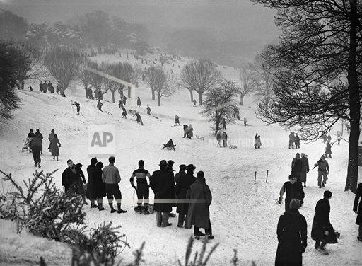 Watchf AP I   XEN APHSL43453 London Hampstead Heath Winter Sports