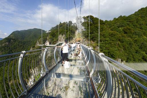 CHINA ZHEJIANG TAIZHOU SANMEN GLASS-BOTTOMED BRIDGE