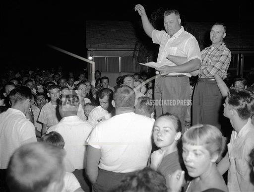Watchf AP A  PA USA APHS266845 Civil Rights Integration Housing 1957