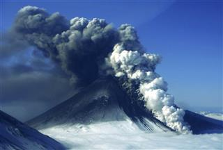 Pavlof volcano eruption