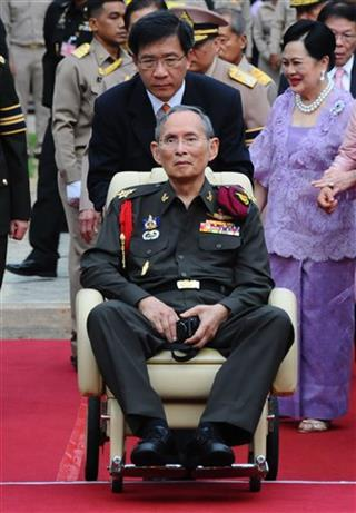Bhumibol Adulyadej, Sirikit