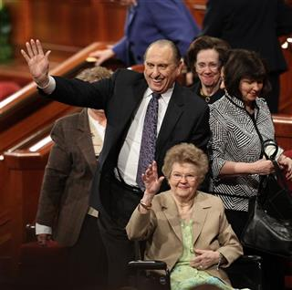 Thomas S. Monson, Frances Monson