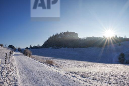 Germany, Baden-Wuerttemberg, Konstanz district, snow-capped path towards Ruins of the Fortress Hohentwiel