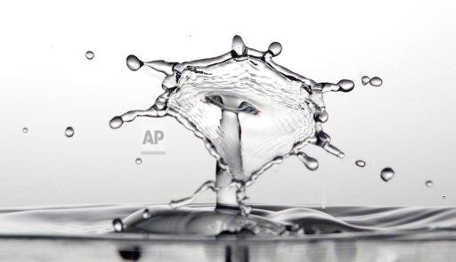 firo: 08.08.2019, 2019/2020 Art, Drops, Drop Photography, General, Feature, Water, Drop Photo, Solenoid Water Drops, Liquid Art, Dripping, Highspeed Photography, Drops