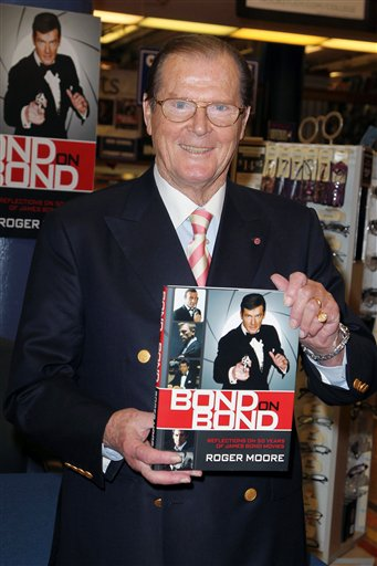 Sir Roger Moore Signs Copies of BOND ON BOND at Barnes and Noble