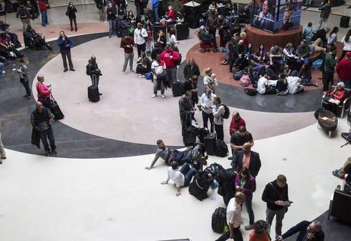 311673247cfc Sudden power outage creates  nightmare  at Atlanta airport