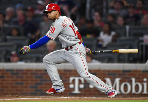 Hernández delivers 2-run single, Phillies rally in 9th