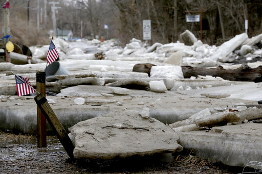 Midwest flooding forces evacuations, closing of road, r