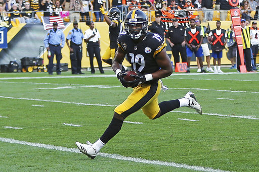 77d3c3350d5 Pittsburgh Steelers wide receiver JuJu Smith-Schuster (19) crosses the goal  line for a touchdown after taking a pass from quarterback Ben  Roethlisberger ...