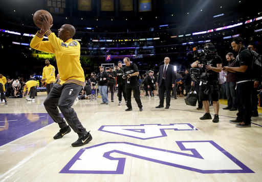 77bdac57634 The Latest  Kobe down to 2 quarters left in his career. share  tweet  +1.  By The Associated Press. Los Angeles Lakers forward Kobe Bryant ...