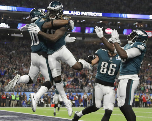 a1440d6f572 The Latest: Eagles score again, regain 10-point lead on Pats