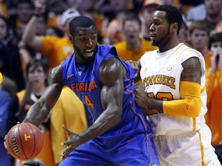 Patric Young, Kenny Hall
