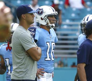 Titans Mariota Football