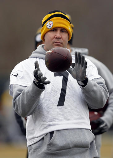 aa96597b0 Pittsburgh Steelers quarterback Ben Roethlisberger catches a ball during NFL  football practice